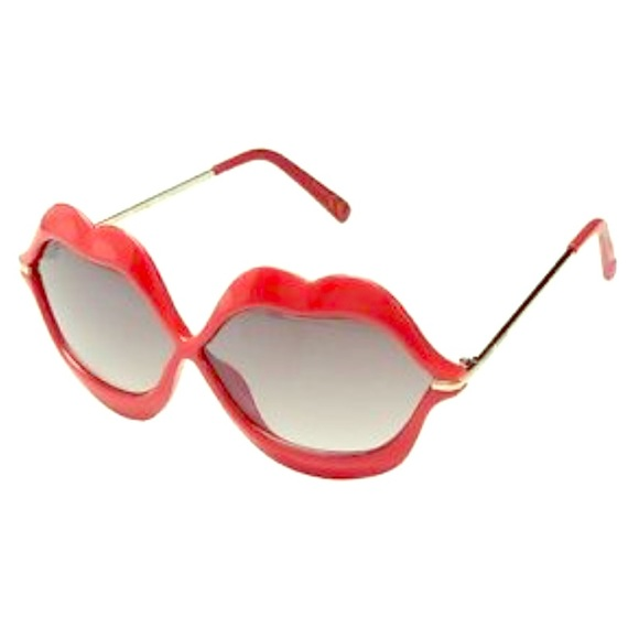 3eb02a9d547 NWT Betsey Johnson RED Hot Lips Sunglasses